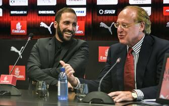 AC Milan, conferenza stampa presentazione Gonzalo Higuain e Mattia Caldara