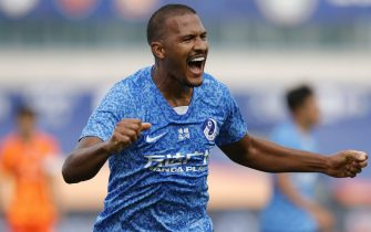 DALIAN, CHINA - JULY 26: Salomon Rondon #9 of Dalian Professional celebrates after scoring his team's goal during the China Super League between Dalian Professional and Shandong Luneng Taishan at the  Dalian Football Youth Training Center  on July 26, 2020 in Dalian, China. (Photo by Fred Lee/Getty Images)
