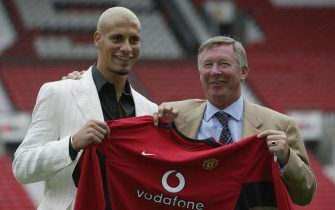 MANCHESTER - JULY 22:  Alex Ferguson, the manager of Manchester United, shares a laugh with new signing Rio Ferdinand at a press conference at Old Trafford, Manchester, England on July 22, 2002. (Photo by Alex Livesey/Getty Images)