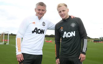 MANCHESTER, ENGLAND - SEPTEMBER 09: (EXCLUSIVE COVERAGE) Donny van de Beek of Manchester United poses with Manager Ole Gunnar Solskjaer after a first team training session at Aon Training Complex on September 09, 2020 in Manchester, England. (Photo by Matthew Peters/Manchester United via Getty Images)