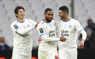 epa08754180 Olympique Marseille's Jordan Amavi (C) celebrates with teammates after scoring the 2-0 lead during the French Ligue 1 soccer match between Olympique Marseille and Bordeaux at Orange Velodrome stadium in Marseille, France, 17 October 2020.  EPA/Guillaume Horcajuelo