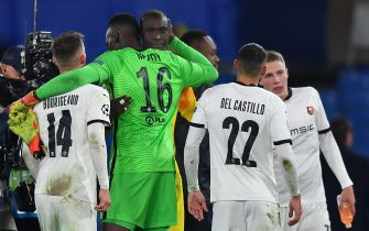epa08799450 Chelsea goalkeeper Edouard Mendy (green shirt) greets former teammates of Rennes at the end of the UEFA Champions League group E soccer match between Chelsea FC and Stade Rennes in London, Britain, 04 November 2020.  EPA/Ben Stansall / POOL