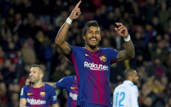 epa06396142 FC Barcelona's Paulinho jubilates the fourth goal of the team during the Spanish First Division League 17th match between FC Barcelona and RC Deportivo at the Camp Nou stadium in Barcelona, Catalonia, Spain, 17 December 2017.  EPA/Enric Fontcuberta