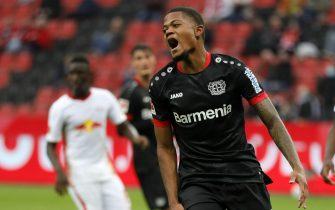 epa08699323 Leverkusen's Leon Bailey reacts during the German Bundesliga soccer match between Bayer 04 Leverkusen and RB Leipzig in Leverkusen, Germany, 26 September 2020.  EPA/RONALD WITTEK CONDITIONS - ATTENTION: The DFL regulations prohibit any use of photographs as image sequences and/or quasi-video.