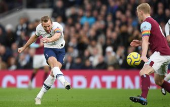 LONDON, ENGLAND - DECEMBER 07: Harry Kane of Tottenham Hotspur scores his team's first goal during the Premier League match between Tottenham Hotspur and Burnley FC at Tottenham Hotspur Stadium on December 07, 2019 in London, United Kingdom. (Photo by Shaun Botterill/Getty Images)
