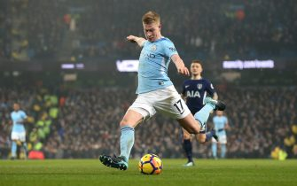 MANCHESTER, ENGLAND - DECEMBER 16:  Kevin De Bruyne of Manchester City scores the second goal during the Premier League match between Manchester City and Tottenham Hotspur at Etihad Stadium on December 16, 2017 in Manchester, England.  (Photo by Alex Livesey - Danehouse/Getty Images)