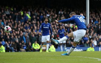 LIVERPOOL, ENGLAND - OCTOBER 19: Gylfi Sigurdsson of Everton scores his team's second goal during the Premier League match between Everton FC and West Ham United at Goodison Park on October 19, 2019 in Liverpool, United Kingdom. (Photo by Jan Kruger/Getty Images)