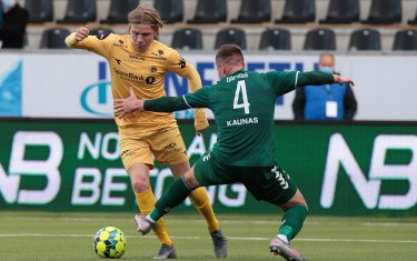 epa08629595 Bodo/Glimt's Jens Petter Hauge plays against Kauno Zalgiriss Martynas Dapkus during the Qualifying match for the UEFA Europa League between Bodo/Glimt - Kauno Zalgiris in Bodo, Norway, 27 August 2020.  EPA/Mats Torbergsen  NORWAY OUT