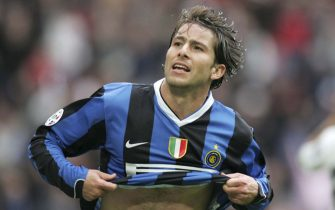 MILAN, ITALY - APRIL 1:  Scherer Andrade Maxwell of Inter Milan celebrates after scoring the first goal during the serie A match between Inter Milan and Parma at the Stadio Giuseppe Meazza on April 1, 2007 in Milan, Italy. Inter Milan won the match 2-0. (Photo by Newpress/Getty Images)