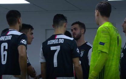 Pjanic leader, spiega i movimenti a Ronaldo. VIDEO