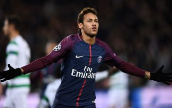 TOPSHOT - Paris Saint-Germain's Brazilian striker Neymar celebrates scoring his second goal during the UEFA Champions League Group B football match between Paris Saint-Germain (PSG) and Glasgow Celtic at Parc des Princes Stadium in Paris on November 22, 2017.  / AFP PHOTO / FRANCK FIFE        (Photo credit should read FRANCK FIFE/AFP via Getty Images)