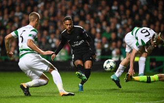 Paris Saint-Germain's Brazilian striker Neymar (C) shoots to score the opening goal of the UEFA Champions League Group B football match between Celtic and Paris Saint-Germain (PSG) at Celtic Park in Glasgow, on September 12, 2017. / AFP PHOTO / FRANCK FIFE        (Photo credit should read FRANCK FIFE/AFP via Getty Images)