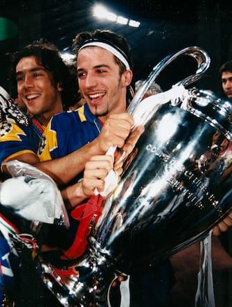 ***** Collection Juventus *****Foto archivio LaPresseRoma 22 maggio 1996Archivio StoricoSport CalcioAjax vs Juventus - Finale Champions League 1995/1996Nella foto: Del Piero alza la coppa