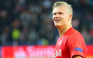 SALZBURG, AUSTRIA - SEPTEMBER 17: Erling Haaland of Salzburg looks on after the UEFA Champions League match between RB Salzburg and KRC Genk at Red Bull Arena on September 17, 2019 in Salzburg, Austria. (Photo by David Geieregger/SEPA.Media /Getty Images)