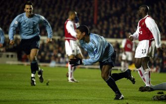 PEN07 - 20030218 - LONDON, UNITED KINGDOM : Ajax striker Nigel de Jong celebrates after scoring the equalising goal against Arsenal to make the score 1-1 a during their group B EUFA Champions League match at Highbury, 18 February 2003.   EPA PHOTO     EPA/GERRY PENNY/gp mda