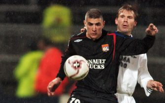 Lyon, FRANCE:  Lyon's French forward Karim Benzema (L) chests the ball in front of Rosenborg's Norwegian defender Bjorn Tore Kvarme (R) during their Champion's League football match, 06 December 2005 at the Gerland stadium in Lyon, central eastern France. AFP PHOTO MARTIN BUREAU  (Photo credit should read MARTIN BUREAU/AFP via Getty Images)