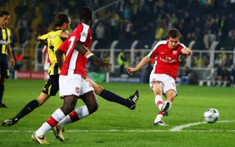 ISTANBUL, TURKEY - OCTOBER 21:  Aaron Ramsey scores for Arsenal during the UEFA Champions League, Group G match between Fenerbahce and Arsenal at the Sukru Saracoglu Stadium on October 21, 2008 in Istanbul, Turkey.  (Photo by Jamie McDonald/Getty Images)