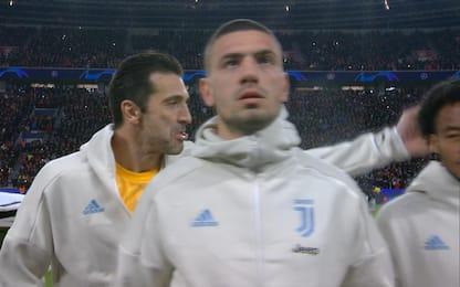Buffon, scherzo a Cuadrado durante inno Champions