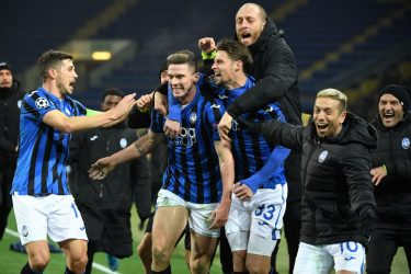 TOPSHOT - Atalanta's players celebrate a goal during the UEFA Champions League group C football match between FC Shakhtar Donetsk and Atalanta BC at the Metallist stadium in Kharkiv on December 11, 2019. (Photo by Sergei SUPINSKY / AFP) (Photo by SERGEI SUPINSKY/AFP via Getty Images)