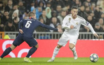 MADRID, SPAIN - NOVEMBER 26: (L-R) Marco Verratti of Paris Saint Germain, Eden Hazard of Real Madrid during the UEFA Champions League  match between Real Madrid v Paris Saint Germain at the Santiago Bernabeu on November 26, 2019 in Madrid Spain (Photo by David S. Bustamante/Soccrates/Getty Images)