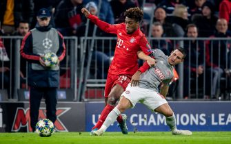 MUNICH, GERMANY - NOVEMBER 06: Kingsley Coman (L) of Munich is challenged by Daniel Podence of Olympiacos during the UEFA Champions League group B match between Bayern Muenchen and Olympiacos FC at Allianz Arena on November 06, 2019 in Munich, Germany. (Photo by Thomas Eisenhuth/Getty Images)