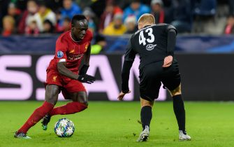 SALZBURG, AUSTRIA - DECEMBER 10: (BILD ZEITUNG OUT) Sadio Mane of FC Liverpool and Rasmus Kristensen of RB Salzburg battle for the ball during the UEFA Champions League group E match between RB Salzburg and Liverpool FC at Red Bull Arena on December 10, 2019 in Salzburg, Austria. (Photo by TF-Images/Getty Images)