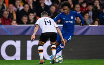 VALENCIA, SPAIN - NOVEMBER 27: Jose Gaya of FC Valencia and Willian of FC Chelsea battle for the ball during the UEFA Champions League group H match between Valencia CF and Chelsea FC at Estadio Mestalla on November 27, 2019 in Valencia, Spain. (Photo by TF-Images/Getty Images)