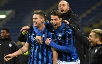 Atalanta's players celebrate a goal during the UEFA Champions League group C football match between FC Shakhtar Donetsk and Atalanta BC at the Metallist stadium in Kharkiv on December 11, 2019. (Photo by Sergei SUPINSKY / AFP) (Photo by SERGEI SUPINSKY/AFP via Getty Images)