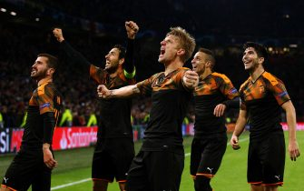 AMSTERDAM, NETHERLANDS - DECEMBER 10:  Daniel Wass of Valencia celebrates victory with team mates during the UEFA Champions League group H match between AFC Ajax and Valencia CF at Amsterdam Arena on December 10, 2019 in Amsterdam, Netherlands.  (Photo by Dean Mouhtaropoulos/Getty Images)