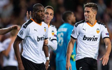 VALENCIA, SPAIN - NOVEMBER 05: Geoffrey Kondogbia of FC Valencia celebrates his team's third goal with teammates during the UEFA Champions League group H match between Valencia CF and Lille OSC at Estadio Mestalla on November 5, 2019 in Valencia, Spain. (Photo by TF-Images/Getty Images)