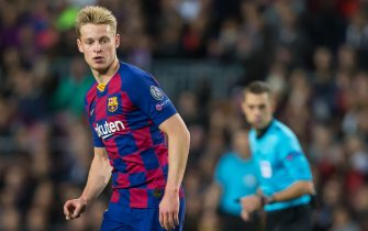 BARCELONA, SPAIN - NOVEMBER 27: Frenkie de Jong of FC Barcelona looks on during the UEFA Champions League group F match between FC Barcelona and Borussia Dortmund at Camp Nou on November 27, 2019 in Barcelona, Spain. (Photo by TF-Images/Getty Images)
