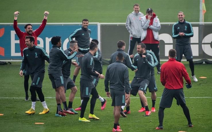 Lione-Juve, Cristiano Ronaldo e il torello in allenamento ...