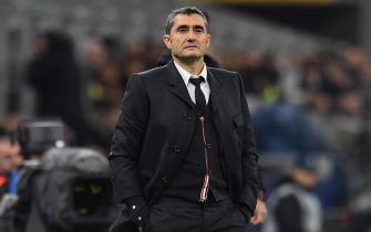 MILAN, ITALY - DECEMBER 10:  Ernesto Valverde head coach of FC Barcelona looks on during the UEFA Champions League group F match between Inter and FC Barcelona at Giuseppe Meazza Stadium on December 10, 2019 in Milan, Italy.  (Photo by Alessandro Sabattini/Getty Images)