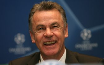 Madrid, SPAIN: Bayern Munich's coach Ottmar Hitzfeld smiles during a press conference on the eve of a Champions League football match against Real Madrid in Madrid, 19 February 2007.  AFP PHOTO/JAVIER SORIANO (Photo credit should read JAVIER SORIANO/AFP via Getty Images)