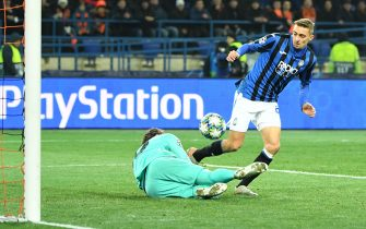 Atalanta's Belgian defender Timothy Castagne scores a goal awarded after a VAR review during the UEFA Champions League group C football match between FC Shakhtar Donetsk and Atalanta BC at the Metallist stadium in Kharkiv on December 11, 2019. (Photo by Sergei SUPINSKY / AFP) (Photo by SERGEI SUPINSKY/AFP via Getty Images)