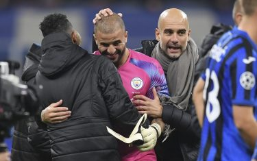 MILAN, ITALY - NOVEMBER 06: Kyle Walker of Manchester City is congratulated by Pep Guardiola, Manager of Manchester City after being substituted on to replace Claudio Bravo in goal after the UEFA Champions League group C match between Atalanta and Manchester City at Stadio Giuseppe Meazza on November 06, 2019 in Milan, Italy. (Photo by Michael Regan/Getty Images)