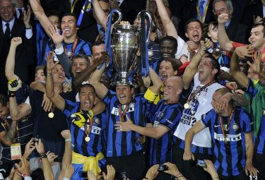 Inter Milan players celebrate with the trophy  after winning the UEFA Champions League final football match Inter Milan against Bayern Munich at the Santiago Bernabeu stadium in Madrid on May 22, 2010. Inter Milan won the Champions League with a 2-0 victory over Bayern Munich in the final at the Santiago Bernabeu. Argentine striker Diego Milito scored both goals for Jose Mourinho's team who completed a treble of trophies this season.  AFP PHOTO / JAVIER SORIANO (Photo credit should read JAVIER SORIANO/AFP via Getty Images)