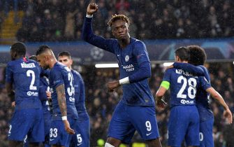 epa08060977 Chelsea's Tammy Abraham (C) celebrates scoring the 1-0 goal during the UEFA Champions League Group H soccer match between Chelsea FC v Lille LOSC at Stamford Bridge in London Britain, 10 December 2019.  EPA/ANDY RAIN