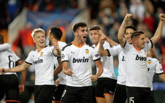 epa07975275 Valencia CF players celebrate the third goal during a UEFA Champions League soccer group stage match between Valencia CF and Losc Lille played at Mestalla stadium in Valencia, Spain, 05 November 2019.  EPA/Kai Foersterling
