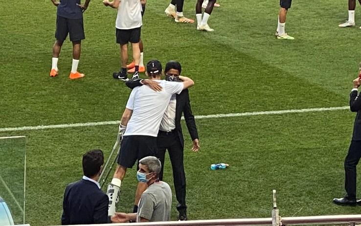 L'abbraccio tra Tuchel e il presidente del Psg Nasser  Al-Khelaifi