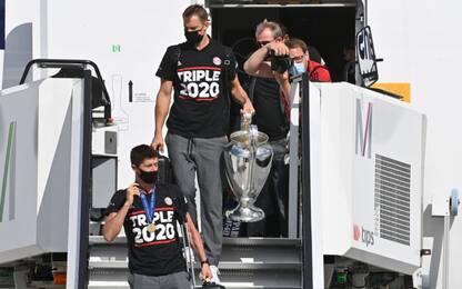 Bayern, l'arrivo a Monaco con la coppa. FOTO