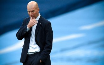 epa08590458 Real Madrid's head coach Zinedine Zidane reacts during the UEFA Champions League Round of 16 second leg soccer match between Manchester City and Real Madrid in Manchester, Britain, 07 August 2020.  EPA/Oli Scarff / POOL
