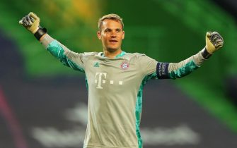 epa08613536 Bayern Munich's goalkeeper Manuel Neuer celebrates his team's 3-0 lead during the UEFA Champions League semi final soccer match between Olympique Lyon and Bayern Munich in Lisbon, Portugal, 19 August 2020.  EPA/Miguel A. Lopes / POOL