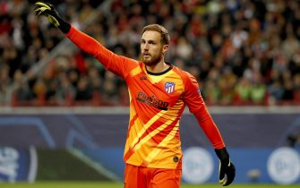 epa07887488 Goalkeeper Jan Oblak of Atletico Madrid during the UEFA Champions League match between Lokomotiv Moscow and Atletico Madrid in Moscow, Russia, 01 October 2019.  EPA/YURI KOCHETKOV