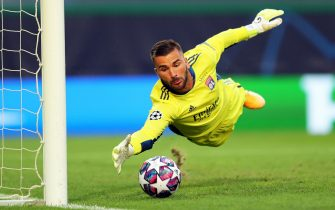 epa08613260 Olympique Lyon's goalkeeper Anthony Lopes in action during the UEFA Champions League semi final soccer match between Olympique Lyon and Bayern Munich in Lisbon, Portugal, 19 August 2020.  EPA/Miguel A. Lopes / POOL