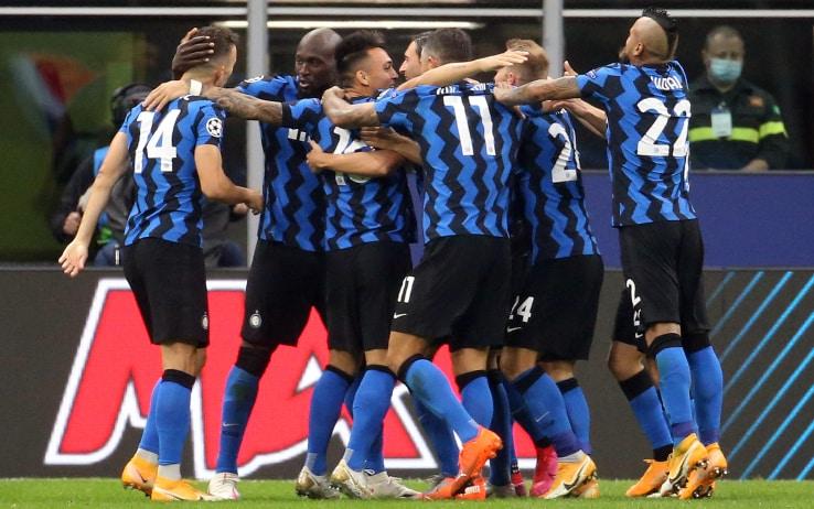 L'Inter festeggia il gol in Champions