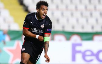 epa08784815 Donyell Malen of PSV celebrates after scoring the 2-1 lead during the UEFA Europa League group E soccer match between Omonia Nicosia and PSV Eindhoven in Nicosia, Cyprus, 29 October 2020.  EPA/SAVVIDES PRESS