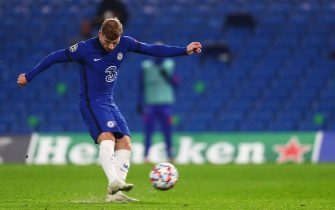 epa08799196 Timo Werner of Chelsea scores the 2-0 with his second penalty of the game during the UEFA Champions League group E soccer match between Chelsea FC and Stade Rennes in London, Britain, 04 November 2020.  EPA/Clive Rose / POOL