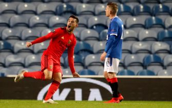 epa08845091 Pizzi (L) of Benfica celebrates after scoring the 2-2 equalizer during the UEFA Europa League goup D soccer match between Glasgow Rangers and Benfica Lisbon in Glasgow, Britain, 26 November 2020.  EPA/Andrew Milligan / POOL