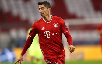 epa08763711 Robert Lewandowski of FC Bayern Munich in action during the UEFA Champions League Group A stage match between FC Bayern Munich and Atletico Madrid at Allianz Arena in Munich, Germany, 21 October 2020.  EPA/Alexander Hassenstein / POOL